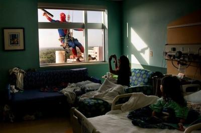 Superhero Window Washers Cheer Up Children at Hospital